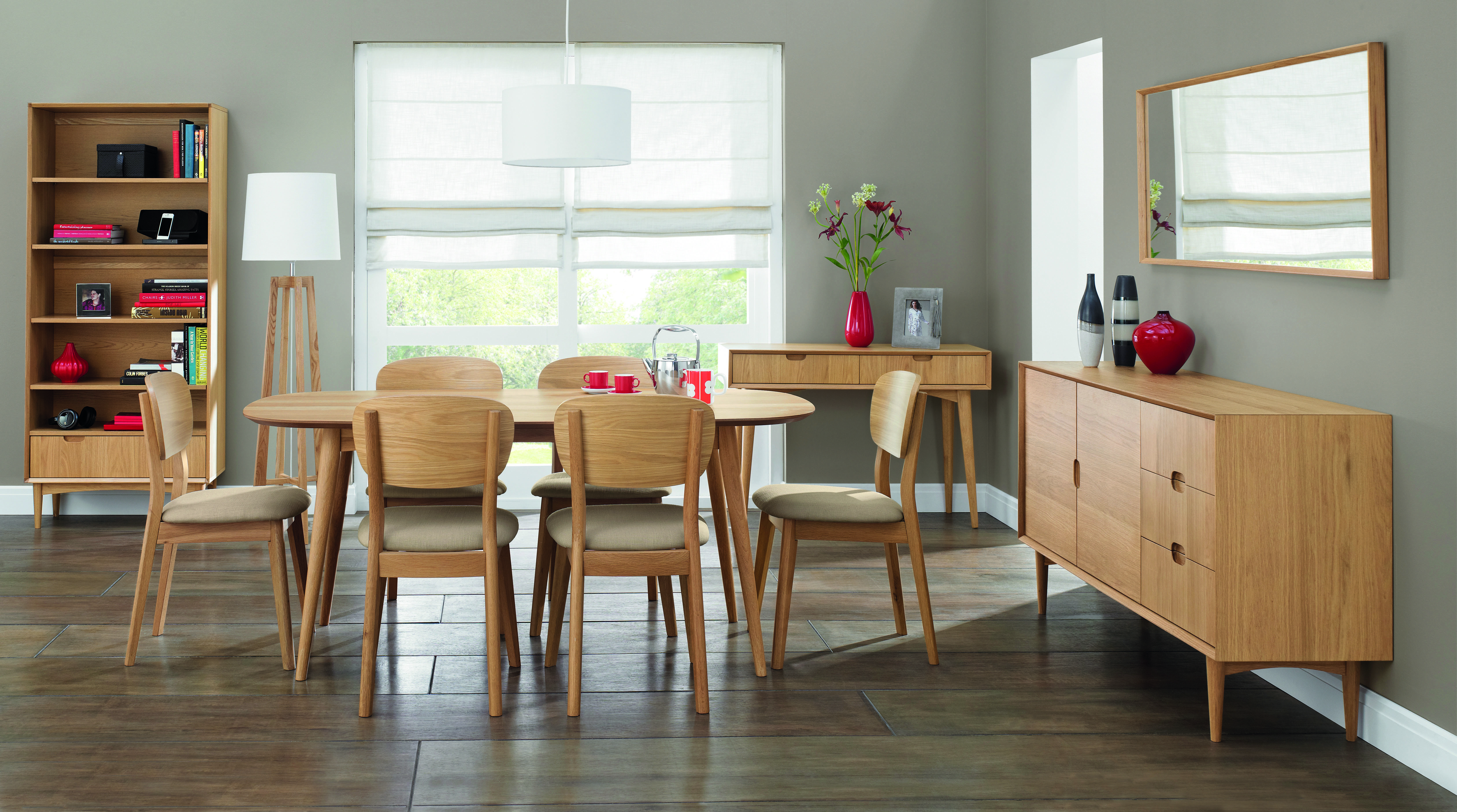 Oslo Oak Dining Table with 6 Veneered Back Chairs